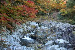 「大蛇ヶ淵」と呼ばれる景勝の地