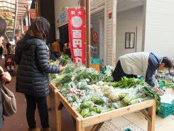 新鮮野菜もたくさん並ぶ
