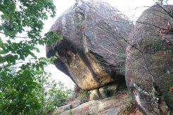 落ちない岩で合格祈願!