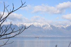 琵琶湖より、冬の比良山地を望む