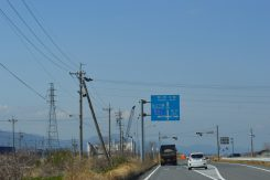 ICから300mほど進むと国道421号線と交叉