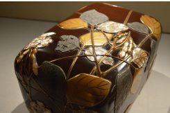 「豆兎蒔絵螺鈿硯箱」部分