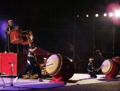 プロの和太鼓集団「鬼太鼓座」の演奏が始まった
