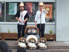 吉本興業・滋賀県住みます芸人のファミリーレストランは「信楽たぬきの日PR大使」