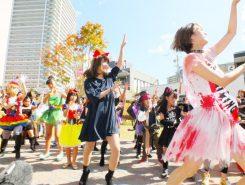 仮装をした子どもや大人が一斉にダンス!