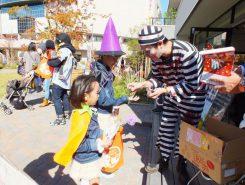 ポイント毎にいるゾンビにお菓子をもらう「トリック・オア・トリート」が大人気だった。