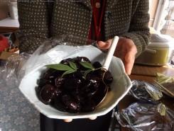地元の方からの差し入れソラ豆煮。伊庭家のふすまにそら豆の花が描かれている事に因んでのサプライズ!!