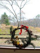 朽木の雰囲気にピッタリのクリスマスリース