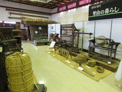 展示室には地域で使われていた民具が展示されている。入館無料