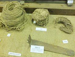 稲を刈ったあとの藁は、しめ縄だけでなく、縄や草履などに利用されていた