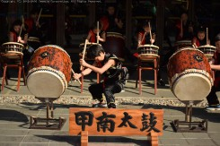 「甲南太鼓」による演奏。力強い太鼓の音が響きわたる