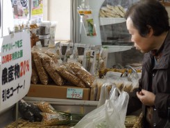 野菜もお安くなっている直売所
