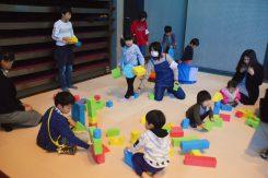 全身を使い全力で遊んでいる子ども達!