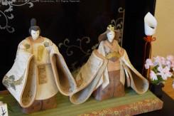 ひときわ目を引く親王飾り。紀州漆の屏風にも注目