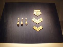 透彫り金具は七世紀のもの(重要文化財)
