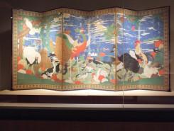 様々な動物や鳥が描かれている