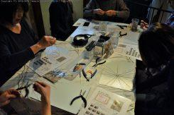 鉄のワイヤーを編む感じの印象を受けた作業