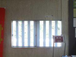 当時この窓から、佐和山城が見られたとされている