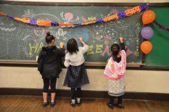 小学校として使われていた建物の中は使用していた教室がそのまま残っている