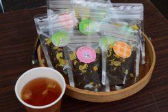 こちらはお茶の花入り「紅茶」。なんと茶葉は緑茶と同じ