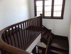 登りやすい階段。充分なスペースが取られている