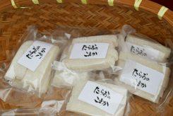 多羅尾のお餅など、信楽の手作りの味が並ぶ