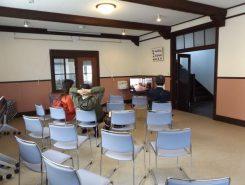 ホールではビデオを見てヴォーリズについて詳しく知ることができる