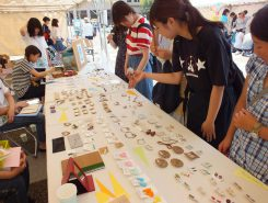 生活デザイン科の学生たちの作品も販売。お値段も手ごろ!