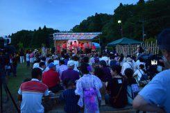 ステージでは歌やハンドベルなどの演奏が行われた