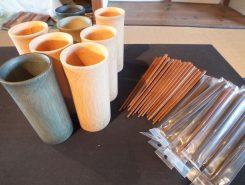 竹のマグカップやプラスチックと竹の粉を混ぜた箸