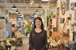 「かまーとの森」オーナーの加藤恵子さん。次回冬のマルシェもお楽しみに!