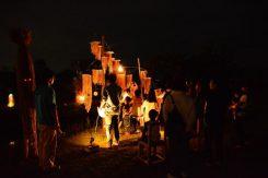 灯りと音のコラボレーションに人が集まる♪