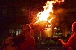 時には燃えすぎて消火したり・・・