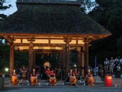 夕暮れとともに、十二坊太鼓の勇壮な演舞が始まった