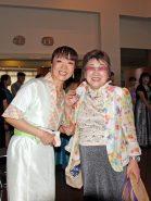 コンサートを終えてリラックスした表情を見せる三大寺さん(左)