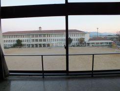 3階から現在の豊郷小学校がみることができる