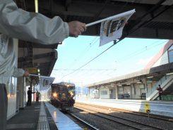 貴生川駅に列車が到着