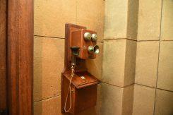 校内電話。応接室・講堂・図書室・用務員室などが繋がっていた
