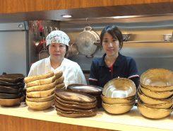 左からオーナー兼シェフの 樋口 敦子さんスタッフの布施 千恵さん