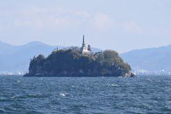 多景島や沖の白石など見どころも多い