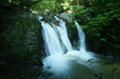 早朝の三筋の滝