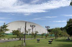 「ドラゴンハット」は芝生の広がる総合公園