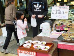 おつけものが人気の八百与の100円お茶漬け