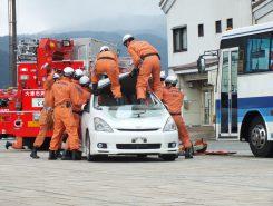 交通事故の救助の様子を披露