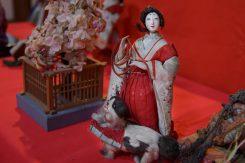 上流階級で飼われていた犬「狆(ちん)」を連れた人形「狆引き官女」