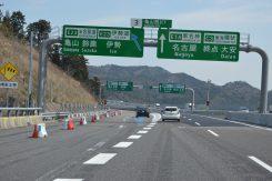 亀山西JCT名古屋方面は直進、伊勢方面は左車線