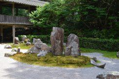 龍潭寺五世、昊天(こうてん)禅師作枯山水「ふだらくの庭」