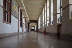 長さ約100メートル 幅2.7メートルの廊下